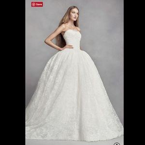 White VERA WANG Sweetheart Lace Wedding Dress 8